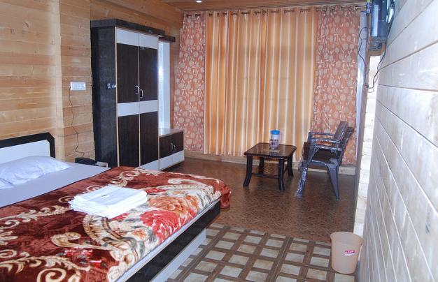 Country Resort Khajiaar in Lāhri