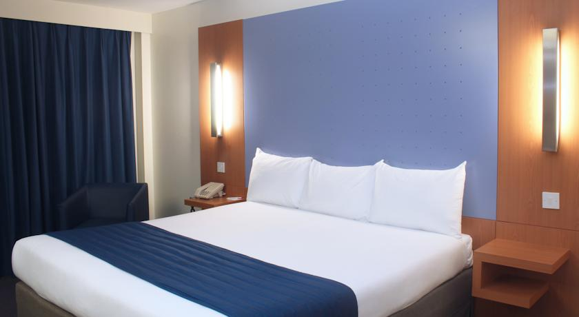 Days Hotel (Ramada) London North in London