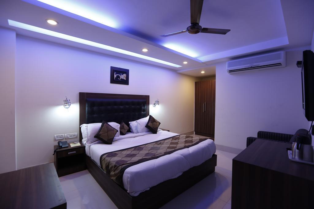 Hotel Aero Bridge in New Delhi