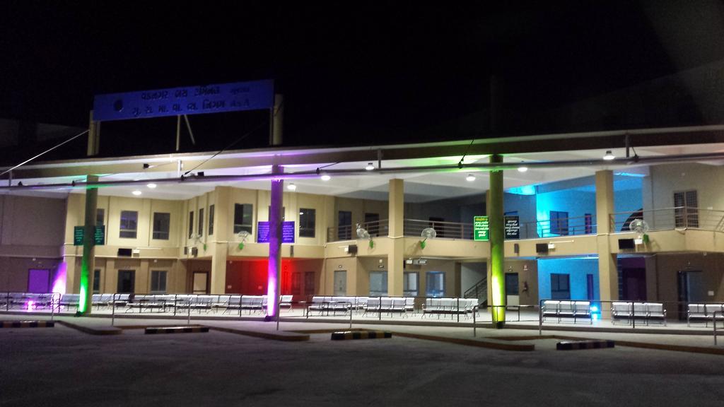 Hotel food paradise in Vadnagar