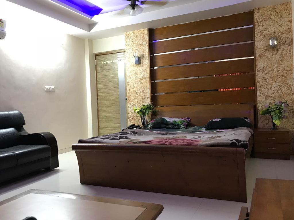 Hotel Rajratna in Ahmedabad