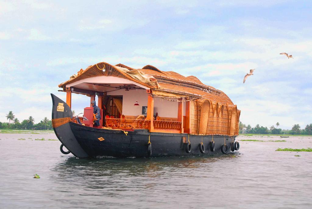 Lake Feels Houseboats in Alleppey