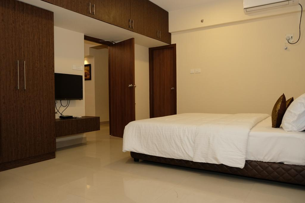Modern condo unit with swimming pool in Chennai