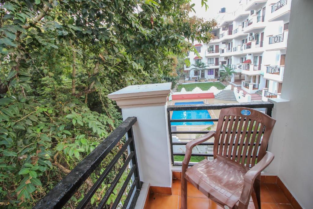 OYO Home 10726 Modern Pool Side 2BHK Chapora in Vagator