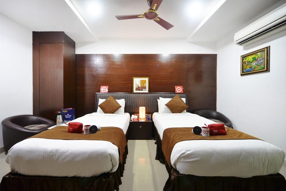 OYO 951 Hotel Abinand Grand in Hyderabad
