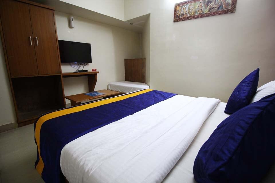 OYO 1966 Hotel Campus in Ahmedabad