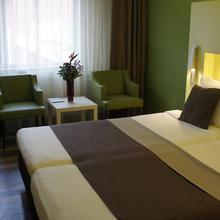 50/50 Hotel Belmont in Wekerom
