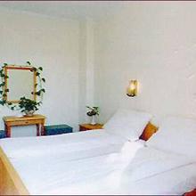 Krisztina Hotel in Mogyorod