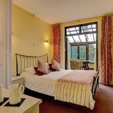 Stone House Hotel in Feetham