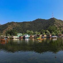 Amina Group Of Houseboats in Ganderbal