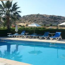 Ampelokipi Holiday Apartments in Pakhna
