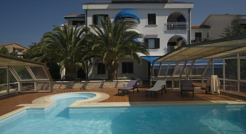 Anda Villa Club Jardin in Grizane