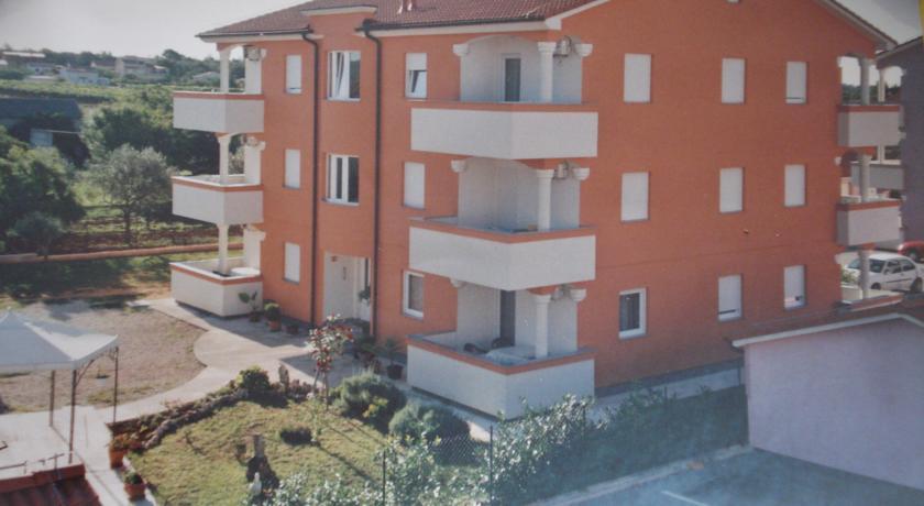 Apartments Buzleta in Pinezici