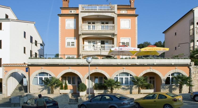 Apartments Valentino in Cervar-porat