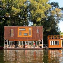 ArkaBarka Floating Hostel in Belgrade