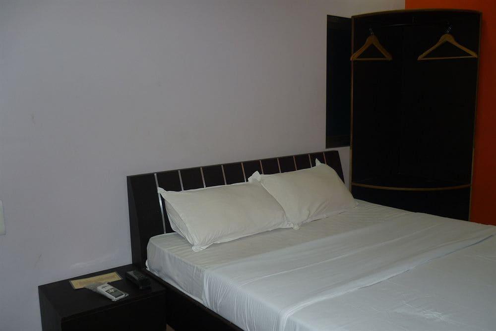 I Hotel in Ghatkopar