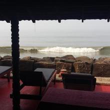 Brighton Beach House in Chendamangalam
