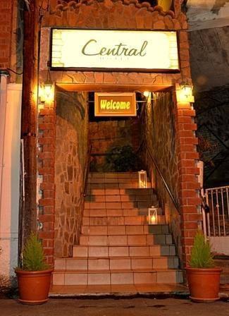Central Hotel Pedoulas in Moniatis