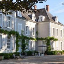 Chateau De La Resle in Ligny-le-chatel