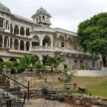 Darbargadh Poshina - A Heritage Home in Poshina