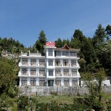 Dal Lake Resort in Bhagsunag