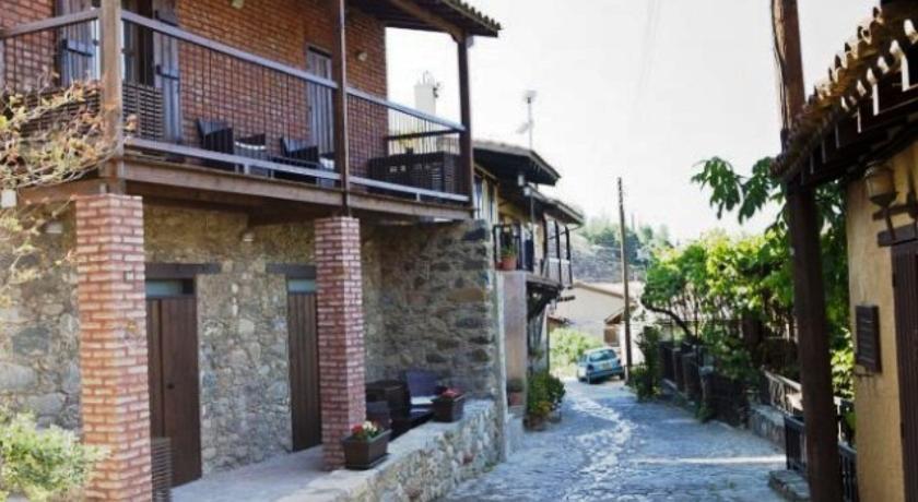 Enipnion Apartments in Moniatis