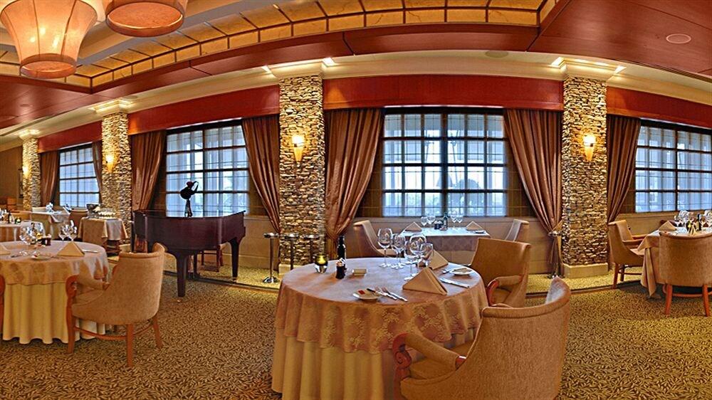 Four Seasons Hotel in Pyrgos