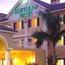 Hawthorn Suites Naples Pine Ridge in Naples