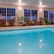Holiday Inn Express Flat Rock in Saluda