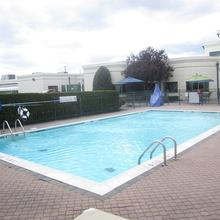 Holiday Inn Plainview in Wantagh