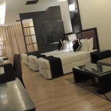 Hotel 17 Miles in Vijay Pore