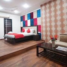 Hotel Apra International in New Delhi