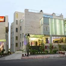 Hotel Atulyaa Taj in Dhanauli