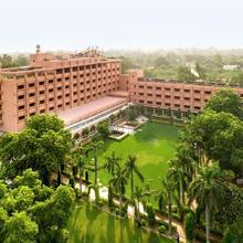 Hotel Clarks Shiraz in Dhanauli