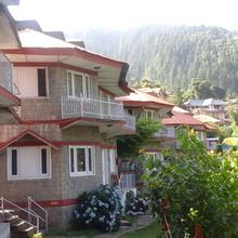 Hotel Dev Cottages in Bhagsunag