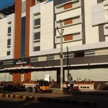 Hotel Diamonds Pearl in Sitammapeta