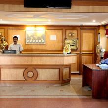 Hotel Ganesh Mahaal in Ayothiapattinam