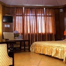Hotel Him Shikhar in Jhaltola