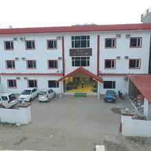 Hotel Jai Mata Di in Fatehganj Purbi