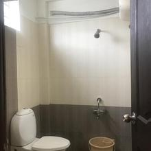 Hotel Krish Inn in Veerapandi