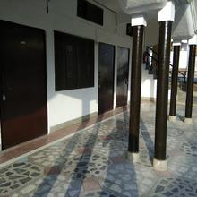 Hotel Purnagiri in Gularia Bhindara