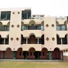 Hotel Rameshwaram Vatika in Dulhipur