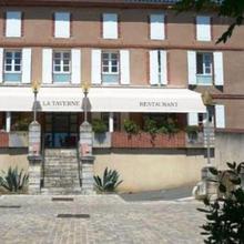 Hotel Restaurant La Taverne in Virac