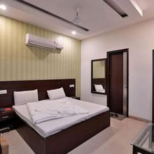 Hotel Royal Castle in Bhankharpur