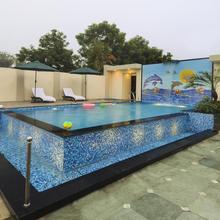 Hotel Royale Residency in Dhanauli