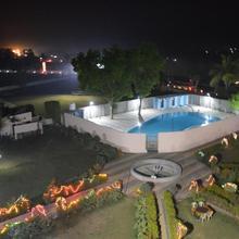 Hotel Sunrise N Resorts in Yerkheda