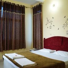 Hotel Sunset in Barua Sagar