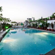 Hotel Taj Resorts in Dhanauli