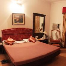 Hotel Woodland in Pathankot