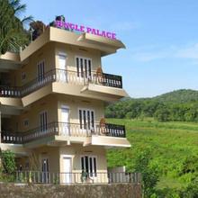 Jungle Palace Homestay in Vandanmedu
